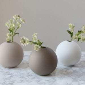 Vázy Ball vase 8cm mud
