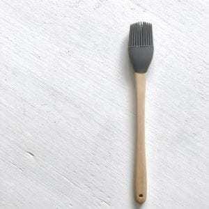 Doplňky do kuchyně Kuchyňská silikonová mašlovačka GREY